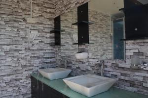luxury toilets wash basin